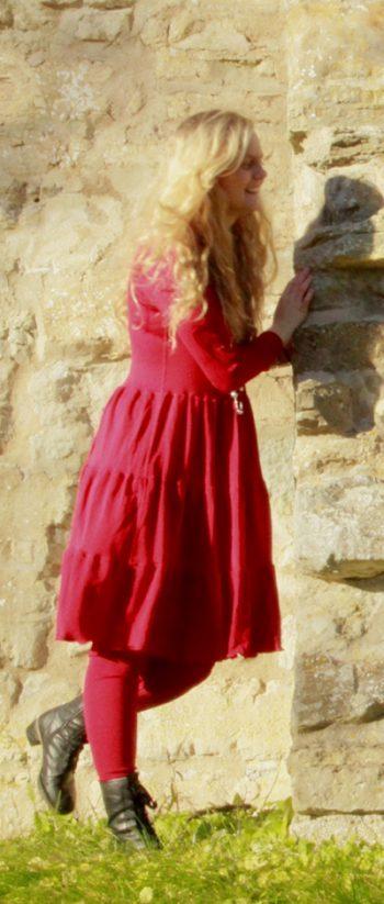 röd volangklänning